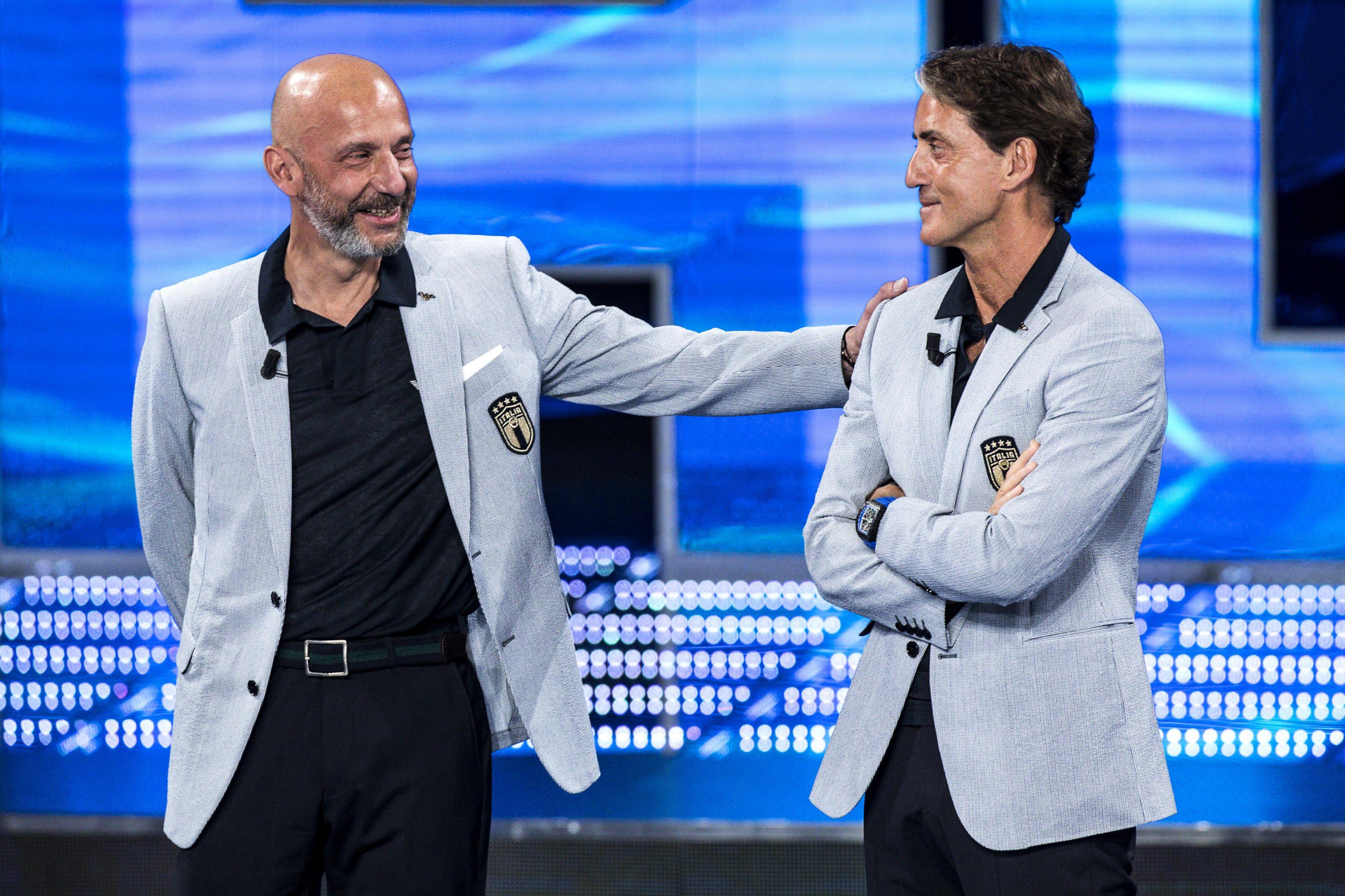 L'abbraccio fra Mancini e Vialli in Italia-Austria racconta la storia della loro amicizia
