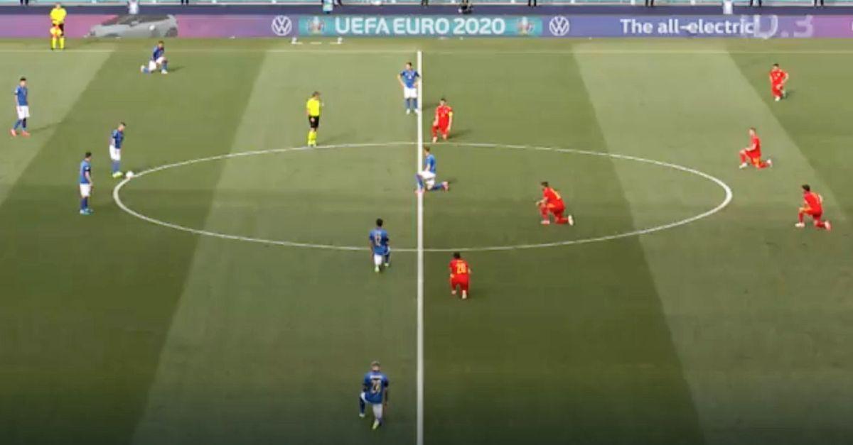 Perché solo 5 giocatori dell'Italia si sono inginocchiati contro il razzismo in Italia-Galles