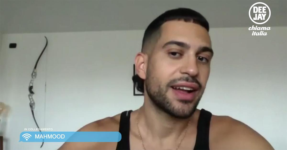 """Mahmood: l'album """"Ghettolimpo"""", il tour e il nuovo taglio di capelli. L'intervista a Deejay chiama Italia"""