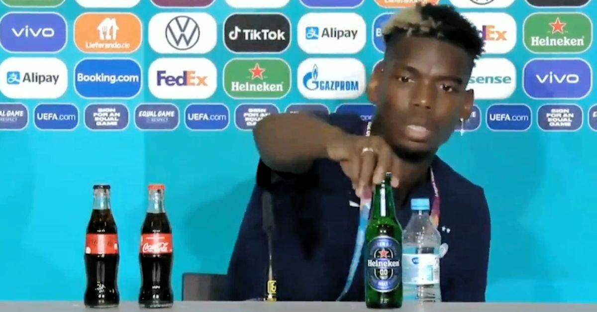 Pogba come CR7 toglie dal tavolo la bottiglia dello sponsor: questa volta è una birra
