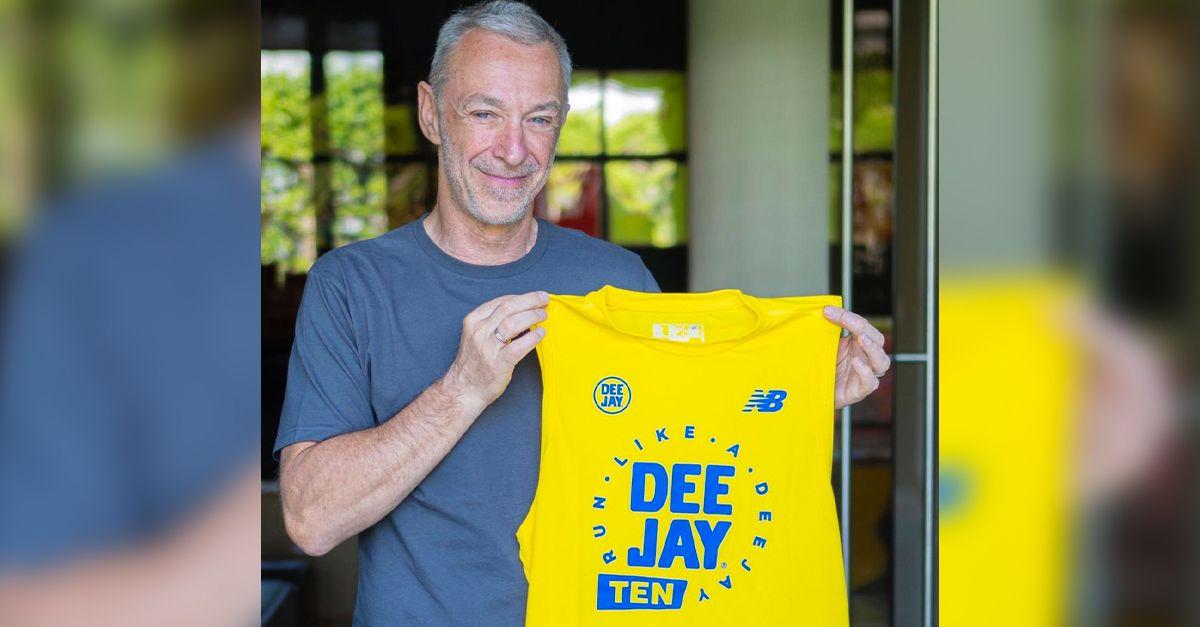 """Linus presenta la maglia della Deejay Ten di Lignano: """"E' uno smanicato"""""""
