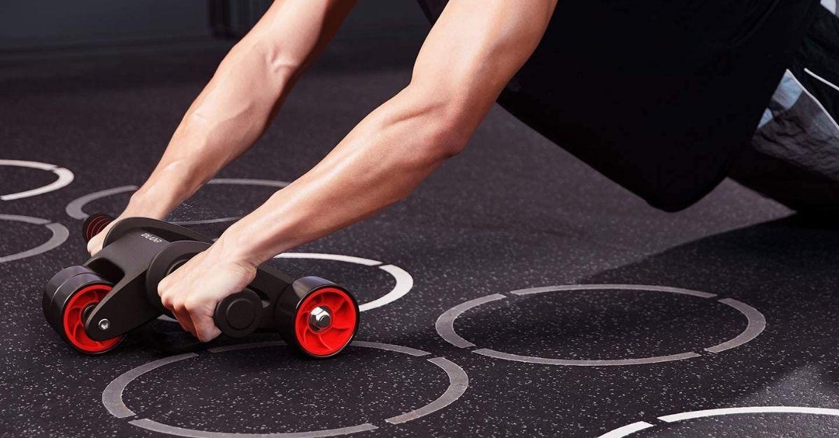 Per allenare gli addominali a casa basta un rullo: ecco come usarlo