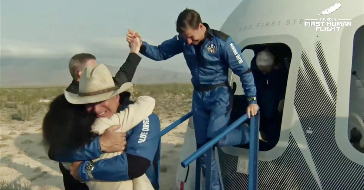 Jeff Bezos nello spazio: missione compiuta. Il video dell'atterraggio dopo 10 min di viaggio
