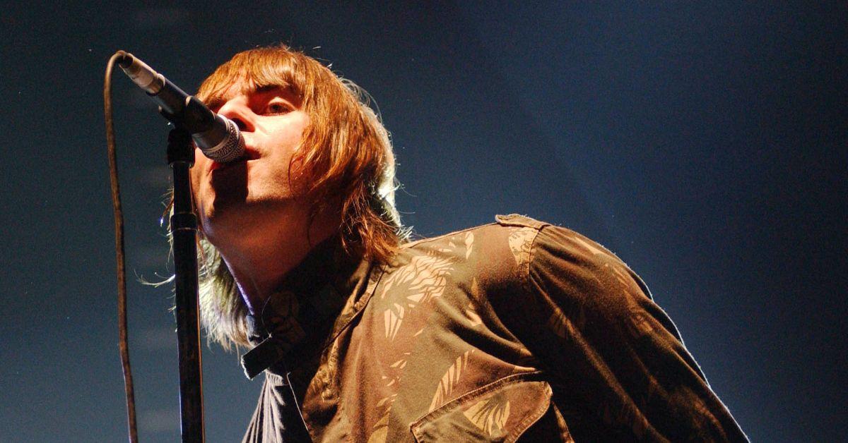 25 anni fa il concerto-leggenda degli Oasis scriveva la storia del Britpop: le curiosità
