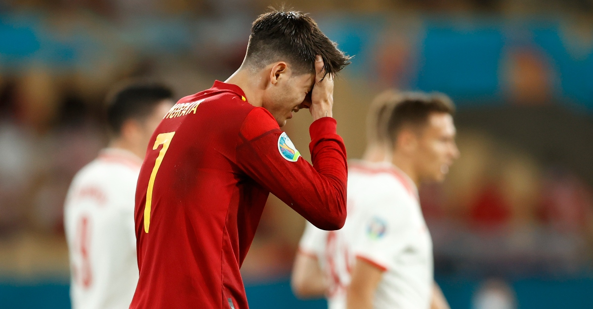 Euro 2020, insulti e minacce di morte a moglie e figli di Morata: il lato oscuro dei tifosi