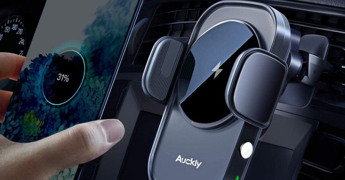Il supporto per smartphone da auto che funziona anche come caricabatterie