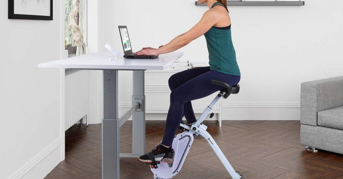 Con la cyclette da scrivania potete fare sport mentre lavorate
