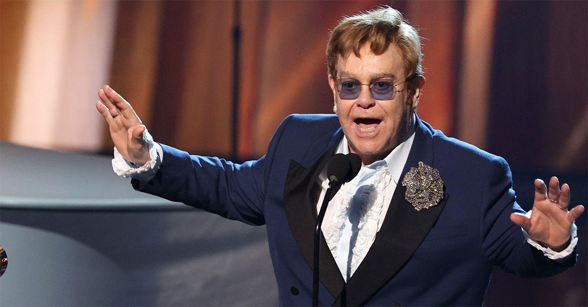 """Elton John rinvia il tour europeo: """"Devo operarmi all'anca"""". Confermata la data di Milano"""