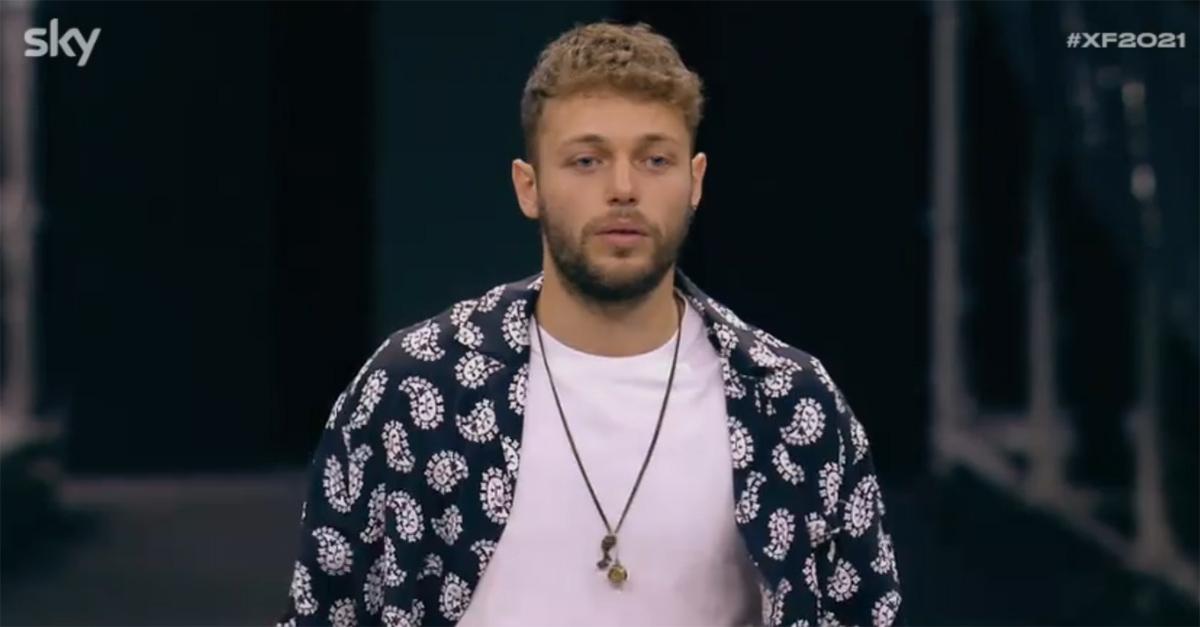 X Factor, il debutto di Ludovico Tersigni: il nuovo conduttore si presenta in skate davanti ai giudici