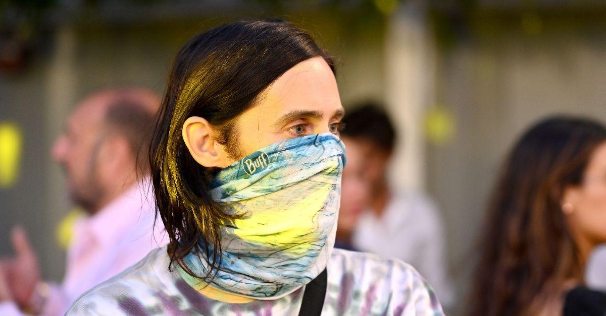 Jared Leto spunta tra i manifestanti contro il Green Pass: ma era lì per caso