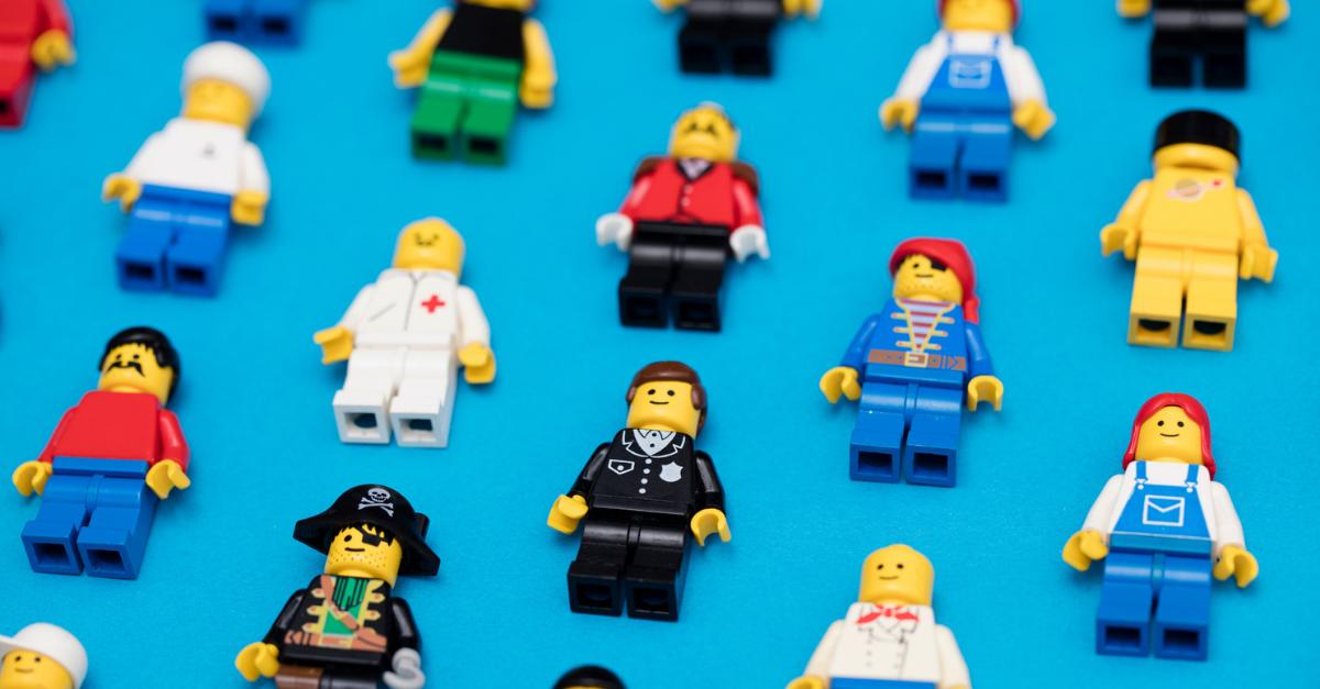 """Lego elimina le etichette di genere: niente più """"Per bambino"""" o """"Per bambina"""" sui giochi"""