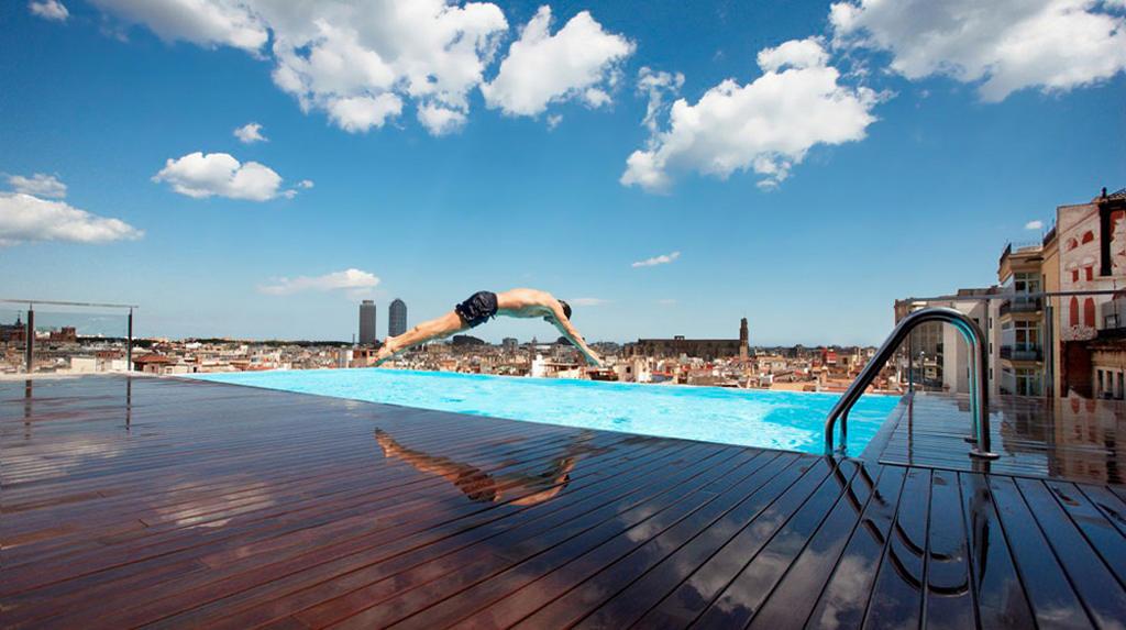 Foto le 10 piscine pi belle del mondo radio deejay for Le piu belle case del mondo foto
