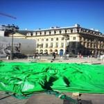 Colpito L'Albero di Paul McCarthy in piazza a Parigi