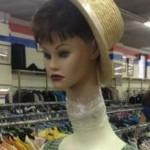 Horror al negozio di abbigliamento: quando il manichino è inquietante