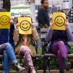 Se non sorridi non sei completamente vestito: il nuovo video di Sia riempie New York di smile