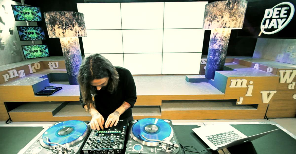 TOP DJ: La dimostrazione di Dj Aladyn alla consolle