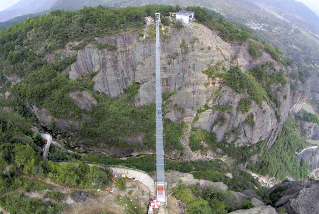 Foto Ponte di vetro in Cina - Radio Deejay