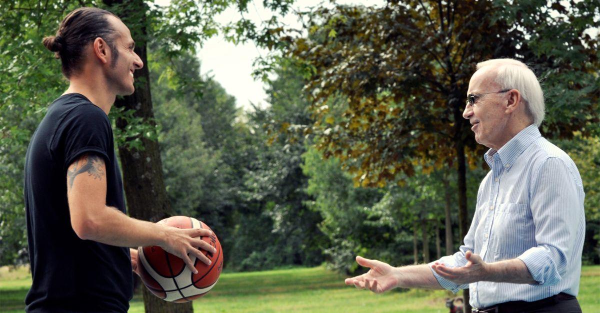 """6975d0611f Ghemon e Dan Peterson nel nuovo video """"Vola Alto"""" per la Lega Basket  Italiana"""