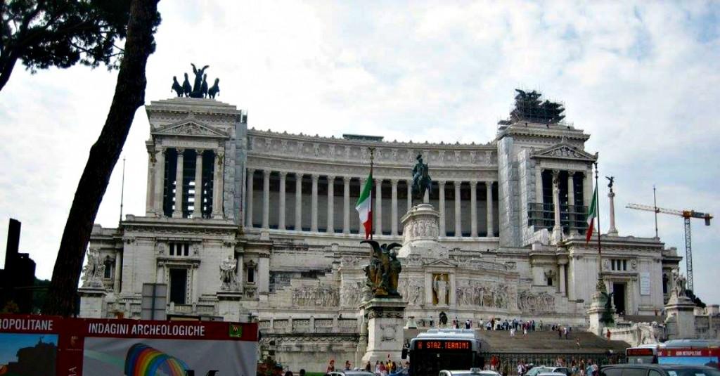 Bello il parlamento anche se ci ha ambientato i suoi for Sede parlamento roma