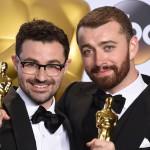 Sam Smith dedica l'Oscar alla comunità LGBT: 'Orgoglioso di essere gay'