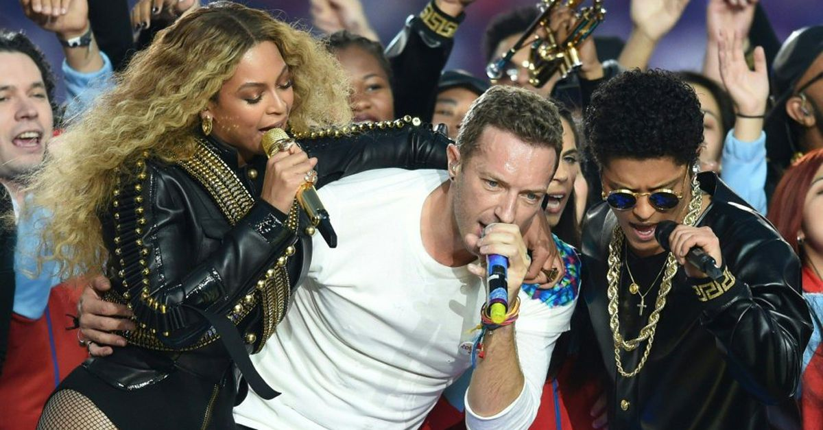 Super Bowl: Coldplay, Bruno Mars e Beyoncé per l'half-time show