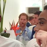 Harry, principe burlone: photobomb alla modella
