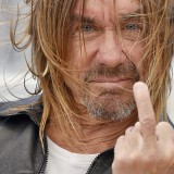 Iggy Pop sbarca a Cannes per raccontare gli Stooges… e saluta tutti!