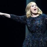 Amsterdam. Adele canta e balla le Spice Girls. Mel C twitta il video