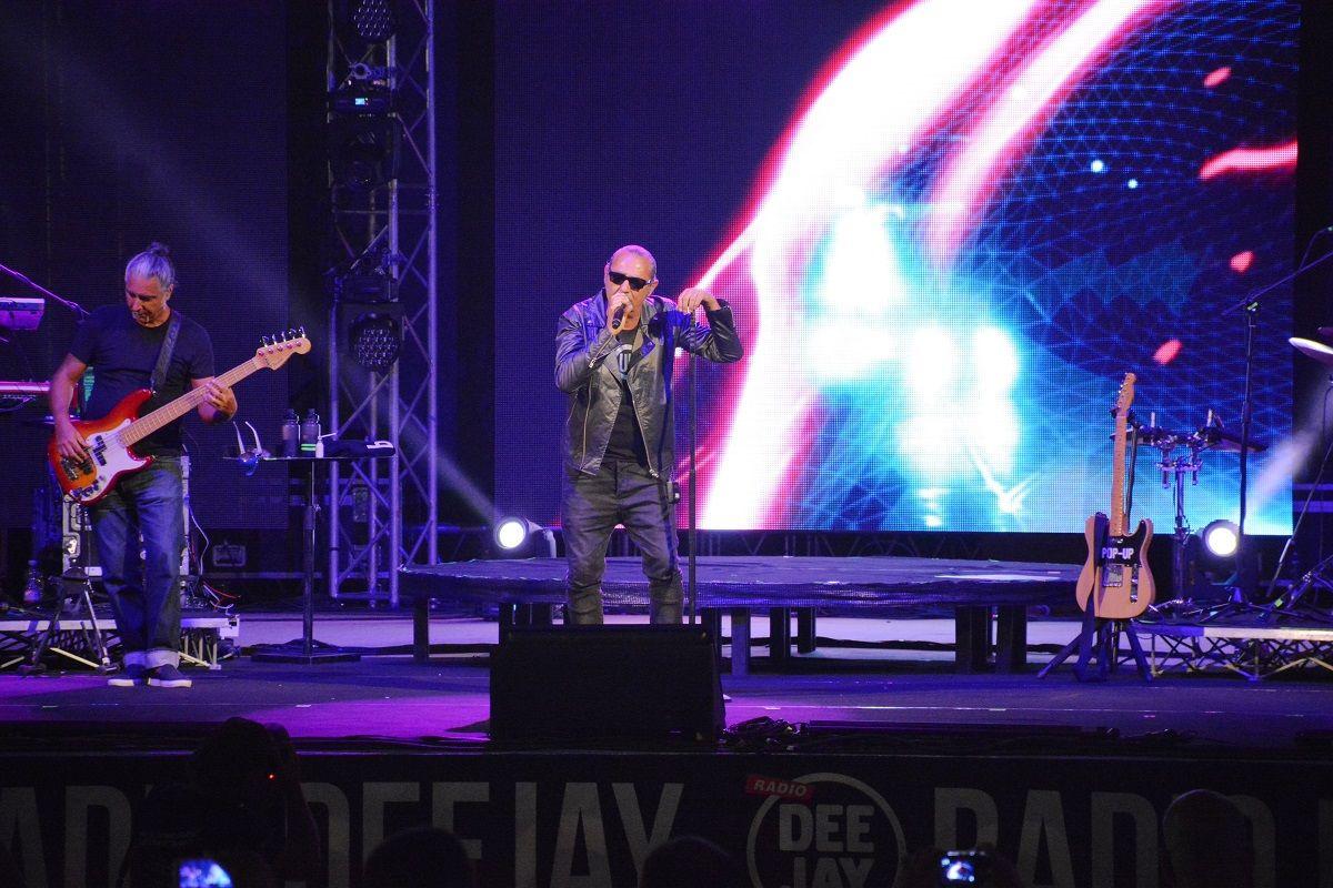 "Luca Carboni, ""happy"" a Riccione: il concerto a Deejay On Stage"