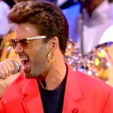 """George Michael canta """"Somebody To Love"""": la leggendaria esibizione coi Queen nel 1992"""