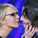 Da Matrix a Sanremo: Keanu Reeves bello e trasandato sul palco con Maria e Carlo