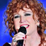 Fiorella Mannoia premiata a Sanremo per il miglior testo: la cantante ringrazia l'autrice Amara
