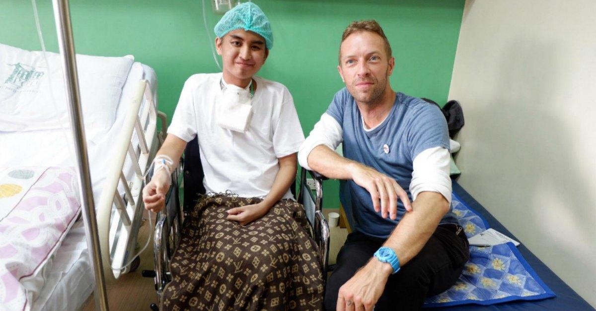 """Il regalo di Chris Martin al fan malato di cancro: """"Non potrò mai ringraziarti abbastanza"""""""