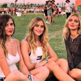 Coachella, Chiara Ferragni e le sorelle cantano Ligabue e Raf al Festival californiano