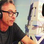 Albertino inizia la diretta ricordando il dj e amico Robert Miles con il suo successo 'Children'