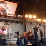 Islanda, la figlia di otto anni di Dave Grohl suona la batteria al concerto del padre