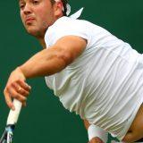 La favola del tennista con la pancetta: la fidanzata lo convince a non mollare e oggi è a Wimbledon