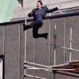 """Tom Cruise si infortuna sul set di """"Mission Impossible 6"""": il salto tra i palazzi finisce male"""