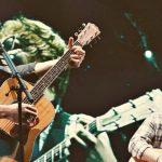Ed Sheeran a sorpresa sul palco di Shawn Mendes: le urla di adorazione coprono il canto