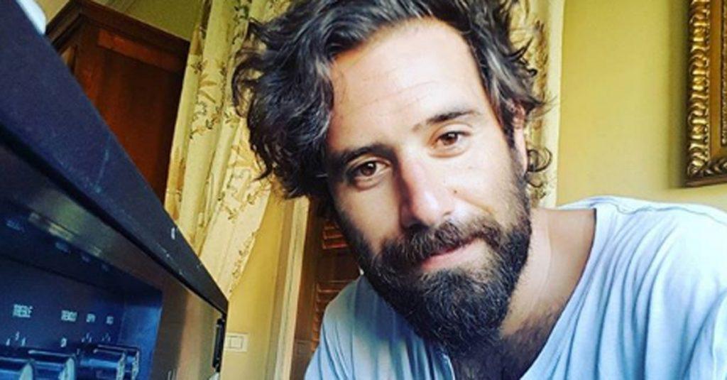 tommaso paradiso si taglia barba e baffi foto radio deejay