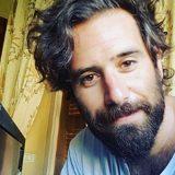 Thegiornalisti, Tommaso Paradiso si taglia la barba e i baffi. Ecco il nuovo look