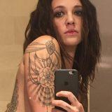 Asia Argento, un nuovo tatuaggio mentre va in onda la finale di X Factor