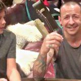 """Chester dei Linkin Park: il video 36 ore prima del suicidio. La moglie: """"Ci amava davvero"""""""