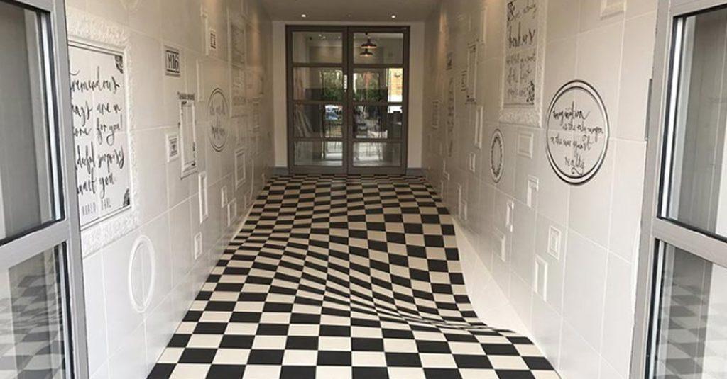 Il pavimento sembra sprofondare l illusione ottica con le