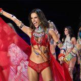 Shanghai. Le immagini dello show di Victoria's Secret e l'addio di Alessandra Ambrosio