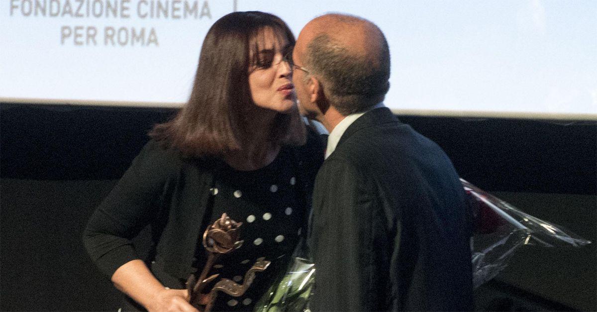 """Tornatore, il bacio di Monica Bellucci dopo le accuse: """"Ho grande rispetto di lui e della sua famiglia"""""""