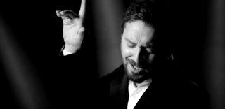 """L'eleganza del nuovo video di Cesare Cremonini """"Poetica"""""""