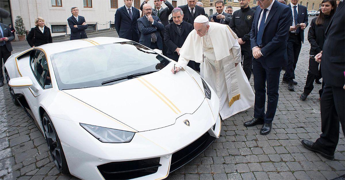 Lamborghini dona una Huracan bianca a Papa Francesco. Il ricavato in beneficenza