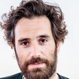 Thegiornalisti, il nuovo look di Tommaso Paradiso (tranquilli, la barba c'è)