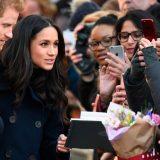 Nottingham. Il primo bagno di folla per il principe Harry e la fidanzata Meghan Markle